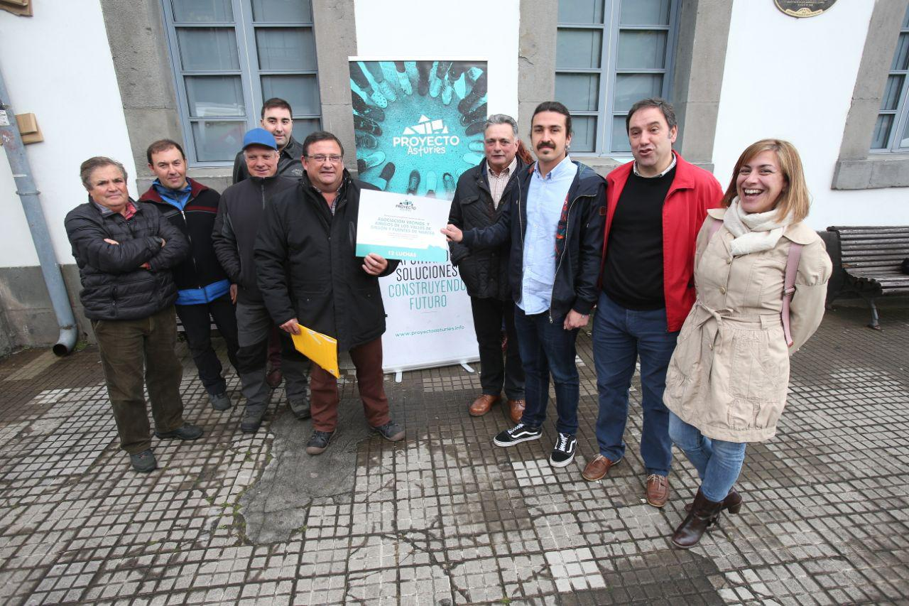 Entrega de premio a la causa vecinal de Gillón y Fuentes del Narcea contra las corporaciones mineras